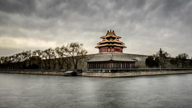 t/l ws pan watchtower of the forbidden city / beijing, china - 要塞点の映像素材/bロール