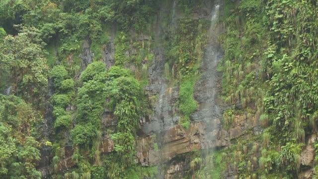 water cascading down cliff - gebäudefries stock-videos und b-roll-filmmaterial