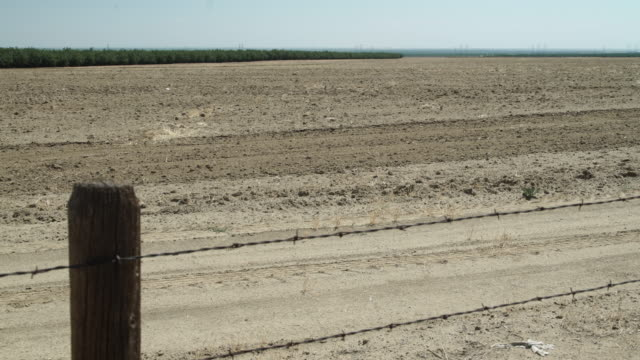 ca water crisis - zaun stock-videos und b-roll-filmmaterial