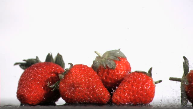 water drops in super slow motion falling on fruits - fünf gegenstände stock-videos und b-roll-filmmaterial