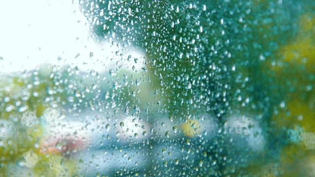 stockvideo's en b-roll-footage met waterdruppels op een venster - cross processen