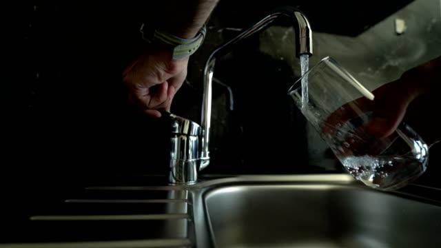 Wasser befüllen - 4K Auflösung