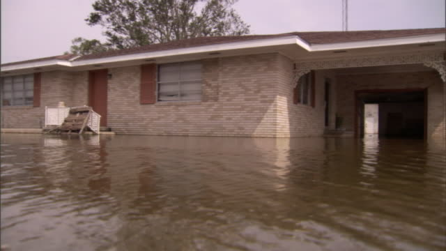 stockvideo's en b-roll-footage met water floods a home in a hurricane's aftermath. - overstroming