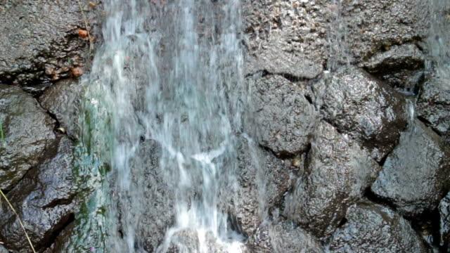 vídeos de stock, filmes e b-roll de água corrente - curso de água