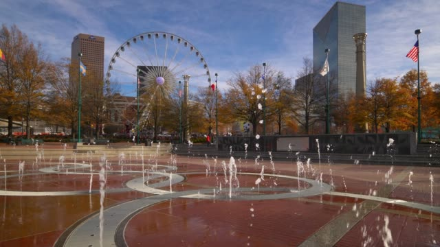 stockvideo's en b-roll-footage met water fountain at centennial olympic park in downtown atlanta, georgia with office buildings in background - georgia us state