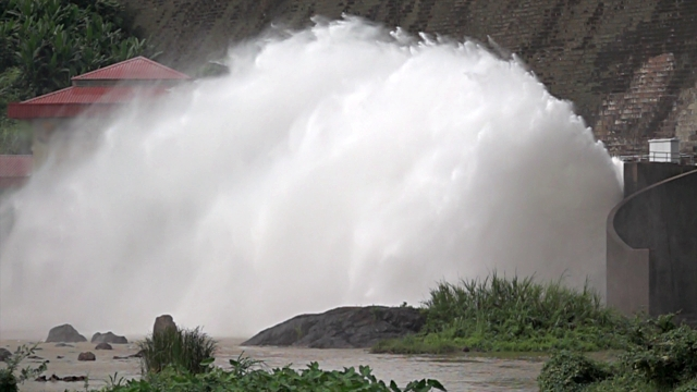 water from dam super slow motion - hydroelectric power stock videos & royalty-free footage