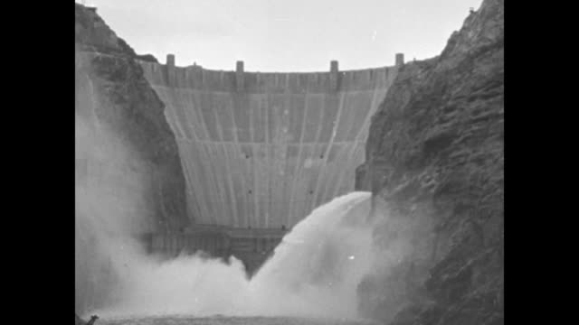 vs water from the dam inundates the valley below the spillways / note exact day not known - ネバダ州クラーク郡点の映像素材/bロール