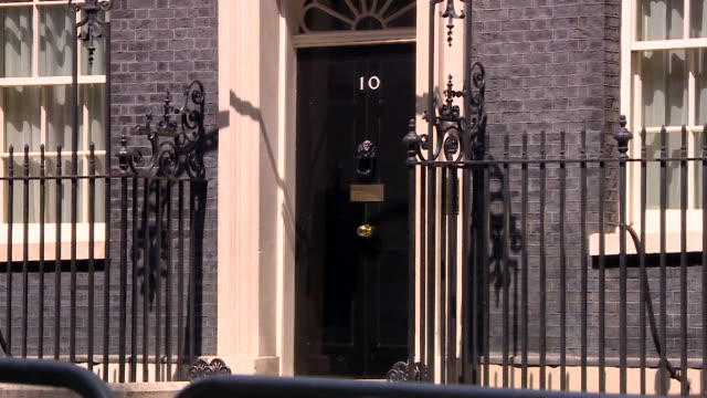 water leaking from a tap outside 10 downing street - 10 downing street stock videos & royalty-free footage