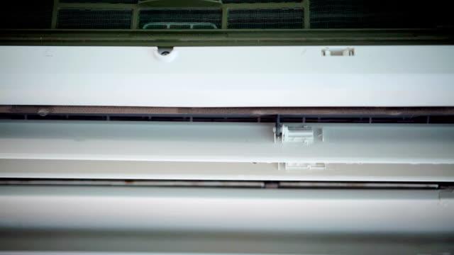 vidéos et rushes de eau suinte du climatiseur. - climatiseur