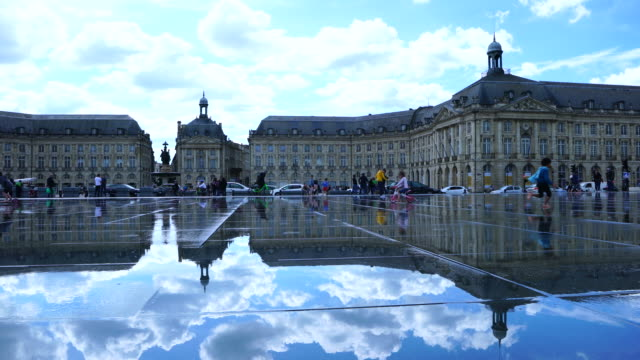 vidéos et rushes de water mirror, place de la bourse, bordeaux, france, europe - place