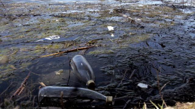 vídeos de stock e filmes b-roll de poluição de água - indústria petrolífera
