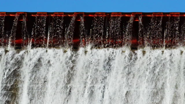water pours out, hoover dam, ohio - hoover staudamm stock-videos und b-roll-filmmaterial