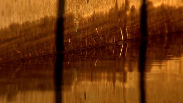 water reflects light onto wall - varmt ljus bildbanksvideor och videomaterial från bakom kulisserna