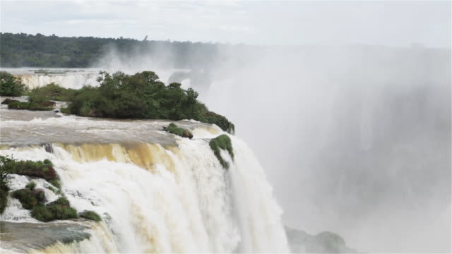"""ls water rushes over iguacu falls / foz do iguacu, brazil"" - cachoeira stock videos and b-roll footage"