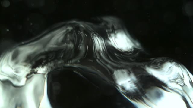 Water splash op zwart backround