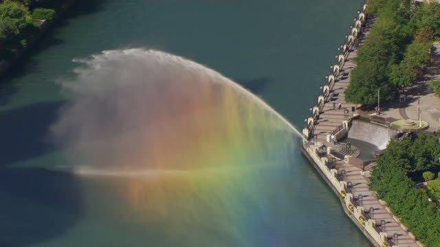 ws aerial pov water splashing through canal lock / chicago, cook county, illinois, united states  - chiusa di fiume video stock e b–roll