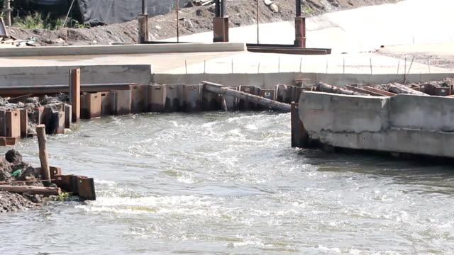 vídeos de stock, filmes e b-roll de fluxo de água de dam - dam