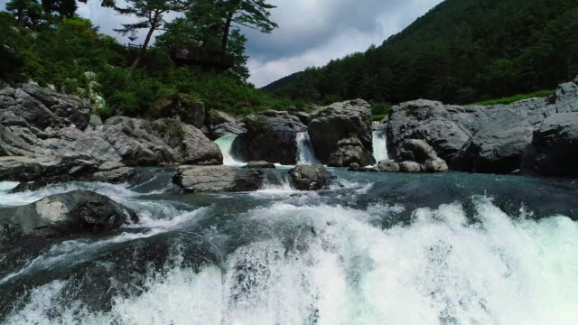 water stream of gumun pond, taebaek mountain, gangwon province, south korea - 石灰岩点の映像素材/bロール