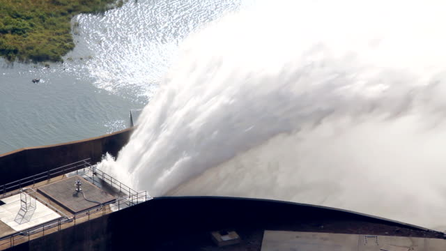 stockvideo's en b-roll-footage met water stream releasing from the dam. - waterkracht
