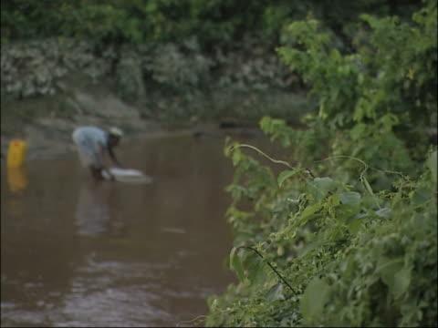 vídeos de stock e filmes b-roll de abastecimento de água. - poluição de água
