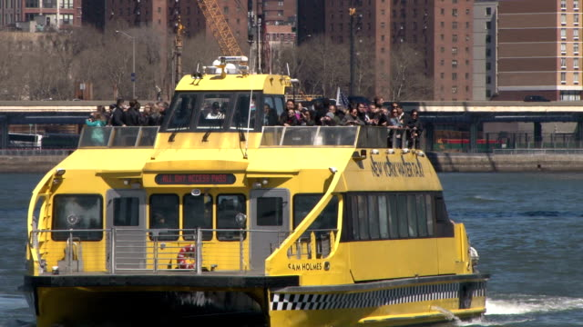 water taxi pulls away from the fulton ferry landing in the historic dumbo district of brooklyn, ny - water taxi stock videos & royalty-free footage