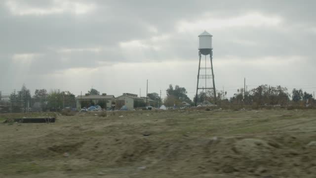 vídeos y material grabado en eventos de stock de water tower in fresno, wide-shot - terrenos a construir