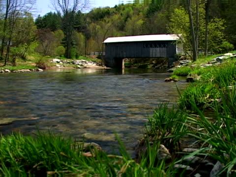 water under the bridge - überdachte brücke brücke stock-videos und b-roll-filmmaterial