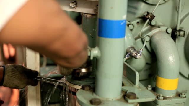 stockvideo's en b-roll-footage met water - machinekamer