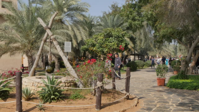 water well and tourists, emirates heritage village, abu dhabi, united arab emirates, middle east, asia - tradition stock videos & royalty-free footage