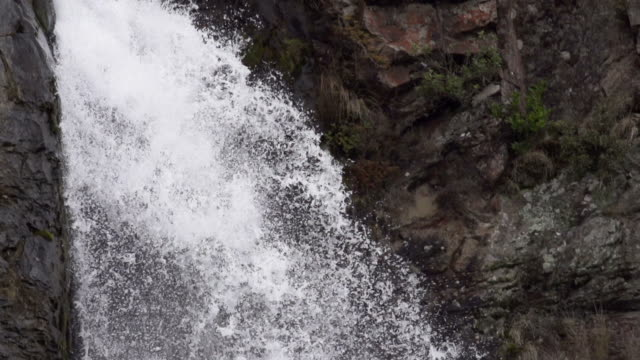 slowmotion: waterfall close up - tongariro national park stock videos & royalty-free footage