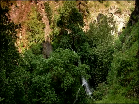 waterfall high angle, andalucia, spain - felswand stock-videos und b-roll-filmmaterial