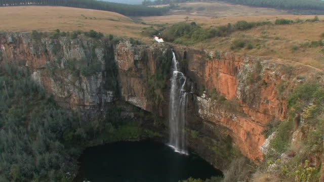 ws ha td waterfall in blyde river canyon / mpumalanga province, south africa - mpumalanga province stock videos and b-roll footage