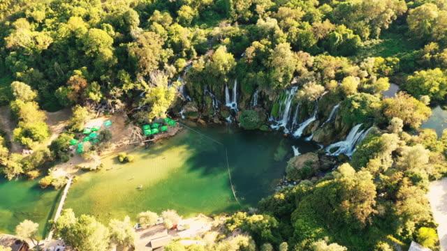 波士尼亞-黑塞哥維那的航空瀑布 - 波斯尼亞 赫塞哥維納 個影片檔及 b 捲影像