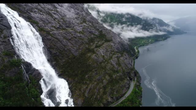 stockvideo's en b-roll-footage met waterval in fjord noorwegen - waterval