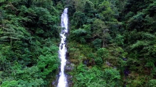 Wasserfall in hongxi Naturreservat guilin, lingui,, china
