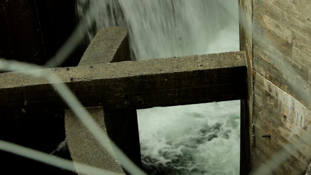 stockvideo's en b-roll-footage met waterfall in hydro power station - waterkracht