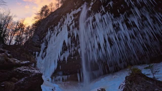 stockvideo's en b-roll-footage met ds waterval in julische alpen bij zonsondergang - julian alps