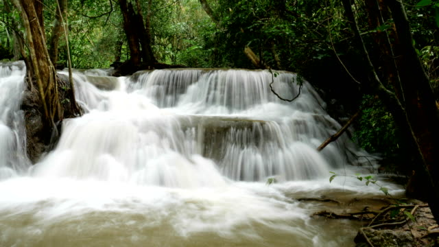 vídeos y material grabado en eventos de stock de cascada de imágenes lisa y nomal de clip 2 en 1 paraíso - fuente corriente de agua