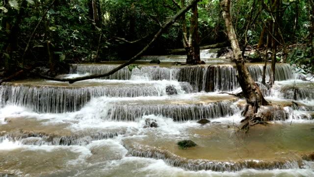 vídeos y material grabado en eventos de stock de cascada del paraíso diapositiva tiro. - fuente corriente de agua