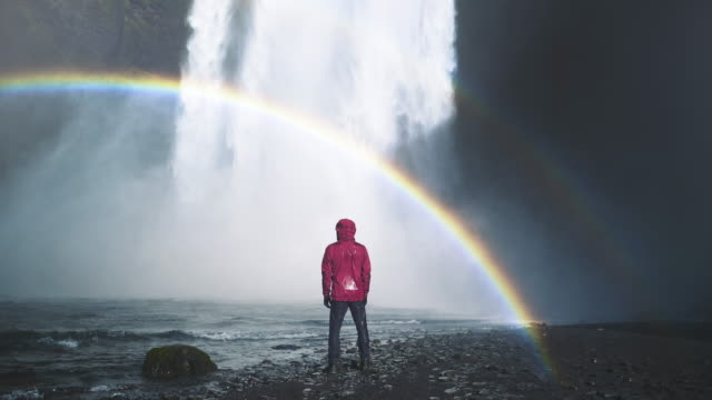 vídeos de stock e filmes b-roll de waterfall on iceland cinemagraph - home away from home - horizontal
