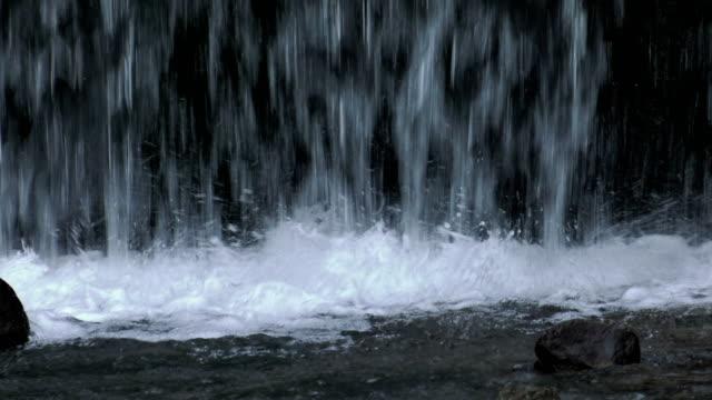 wasserfall, slow-motion - fallendes gewässer stock-videos und b-roll-filmmaterial