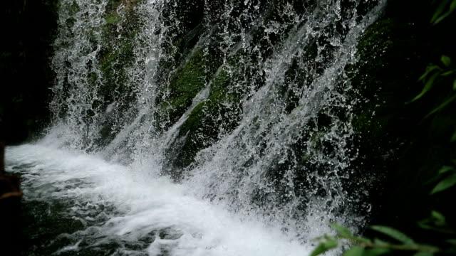 vattenfall - vattenfall fallande vatten bildbanksvideor och videomaterial från bakom kulisserna