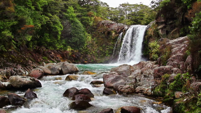loopable slowmotion : waterfall - tongariro national park stock videos & royalty-free footage