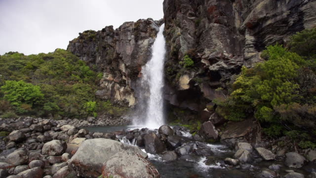 slowmotion: waterfall - tongariro national park stock videos & royalty-free footage