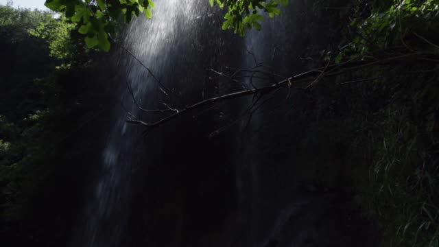 cascata d'acqua - cascata stock videos and b-roll footage