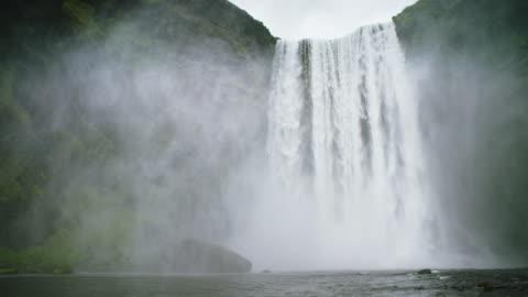 vídeos de stock e filmes b-roll de waterfall - islândia