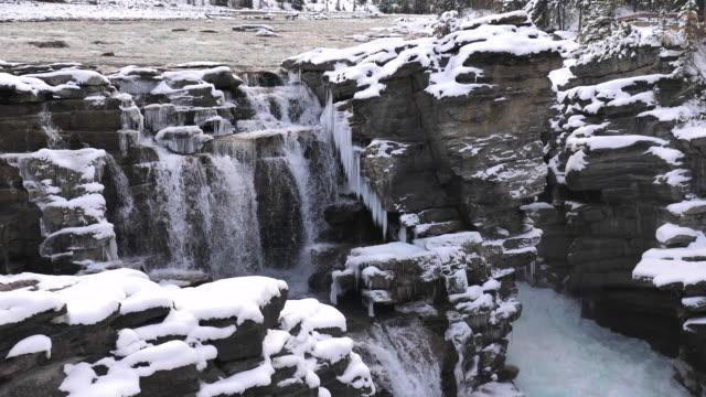 冬の雪の滝 - 鳥海山点の映像素材/bロール