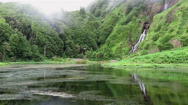 lagoa das patas 滝のフローレス島(アゾレス諸島 - アゾレス諸島点の映像素材/bロール