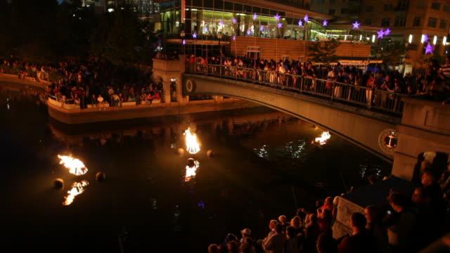 Waterfire 、屋外芸術イベントに、ロードアイランド州プロヴィデンス