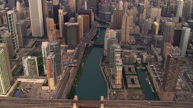 Waterfront buildings line the Chicago River.